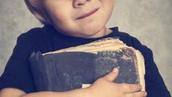Ένα παιδί που διαβάζει είναι ένας ενήλικας που σκέφτεται