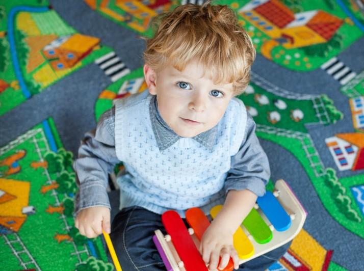 """""""Παίζοντας μουσική"""" : τα οφέλη για τα παιδιά προσχολικής ηλικίας"""